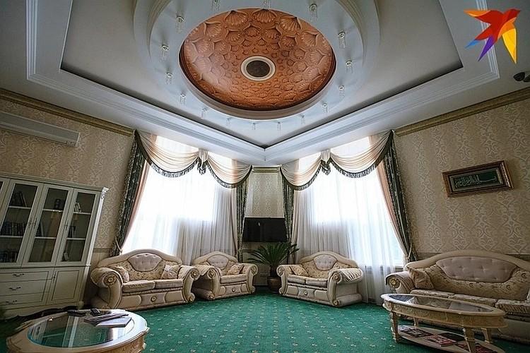 Интерьер дворца-отеля «Адиюх Пэлас»