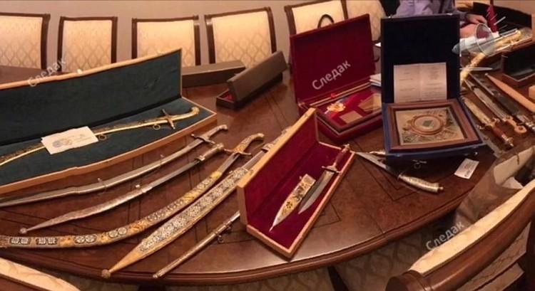 Наградные шашки и золотые слитки, вероятно, выходят в список предметов роскоши, которые будут обращены в доход государства
