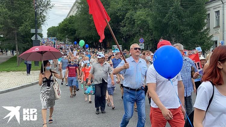 На уличном шествии в Хабаровске.