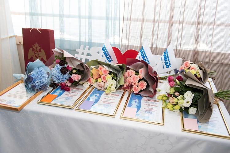 Победителей ждали подарки и цветы