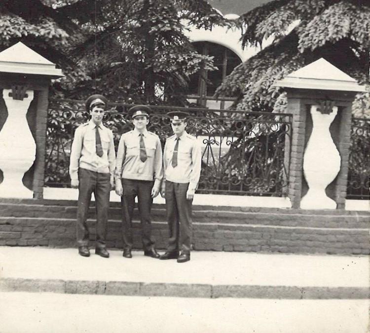 Петр Донцов (крайний справа) с коллегами (крайний слева - Константин Тельпис). (Фото: соцсети).