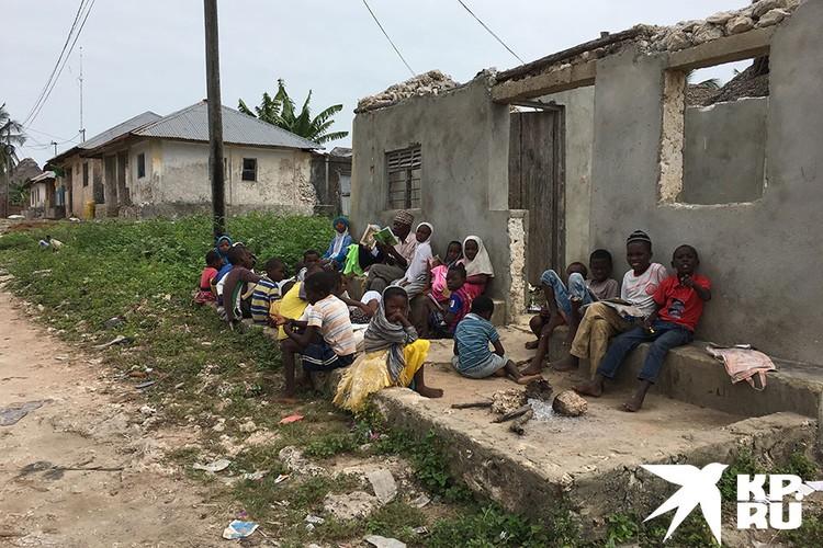 Простой люд Занзибара не агрессивный, хоть и прозябает в нищете.