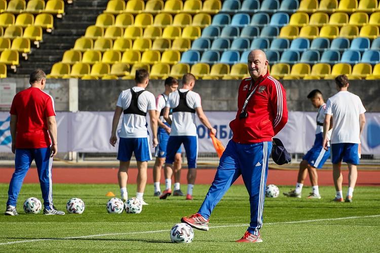 Тренер сборной – это всегда немного работа «на удаленке». Фото: Дмитрий Феоктистов/ТАСС