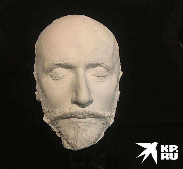 Больше всего из всех экспонатов Цискаридзе заинтересовала посмертная маска Чайковского.