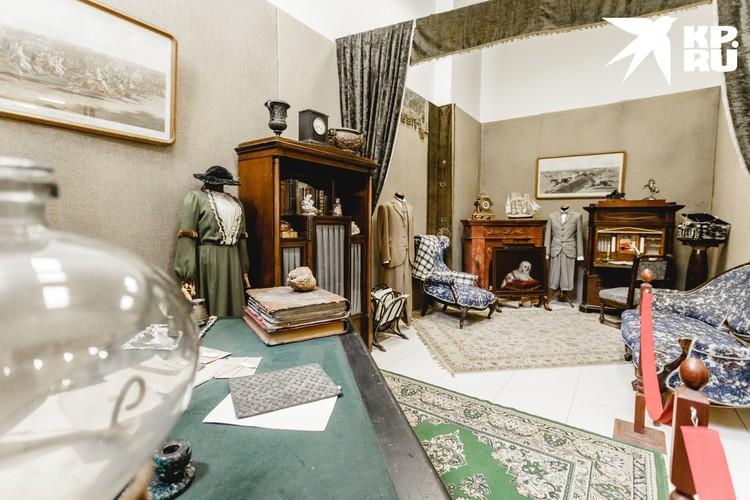 В музее Ленфильма есть также комната, посвященная героям фильма о Шерлоке Холмсе