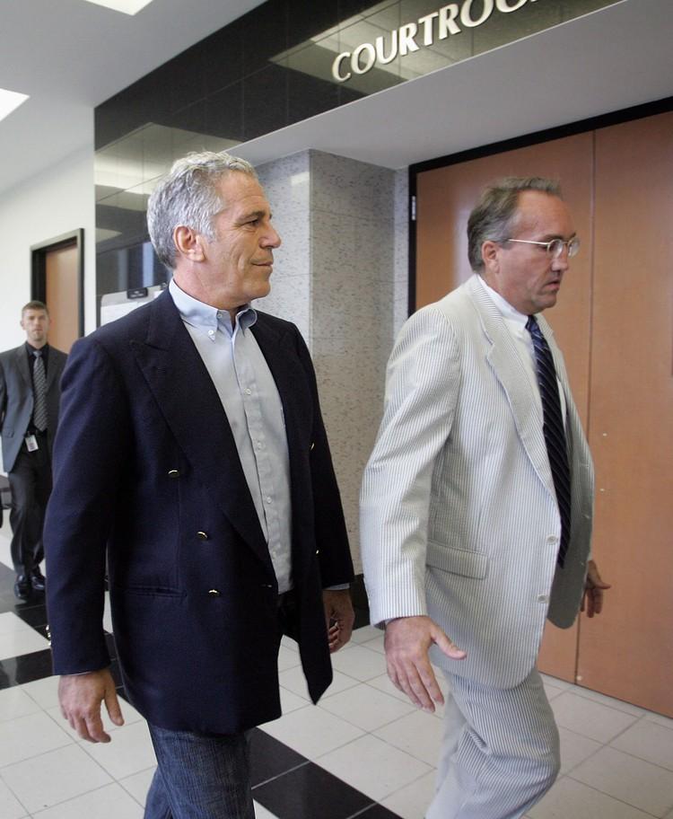 Джеффри Эпштейн (слева) - американский финансист, филантроп и сексуальный преступник.
