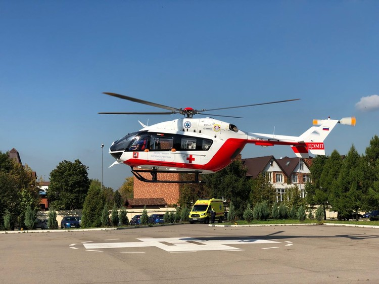 Вертолет в несколько раз превосходит автомобиль по скорости в городских условиях. Фото: ДЗМ