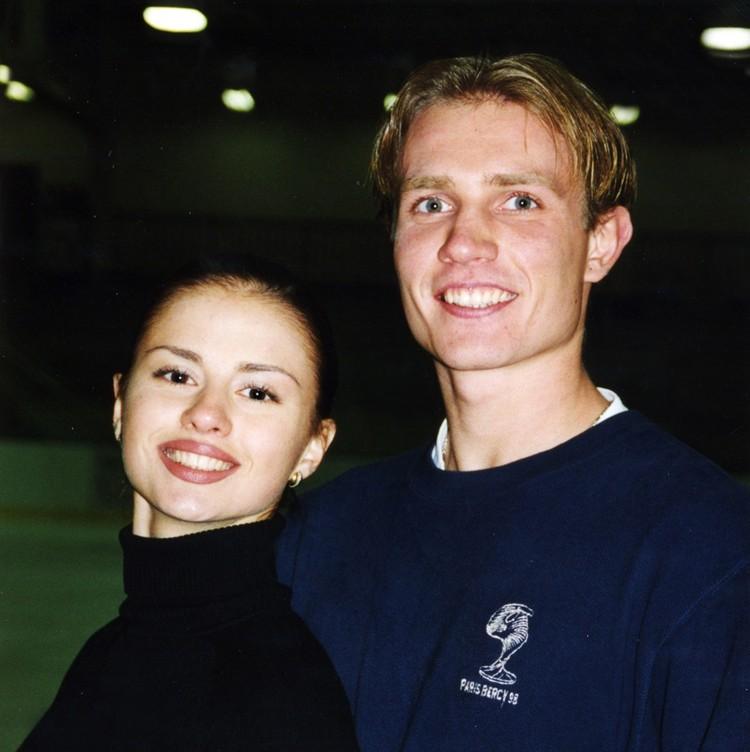 Дуэт фигуристов Анна Семенович — Роман Костомаров стали чемпионами России в 2000 году. Фото: личный архив