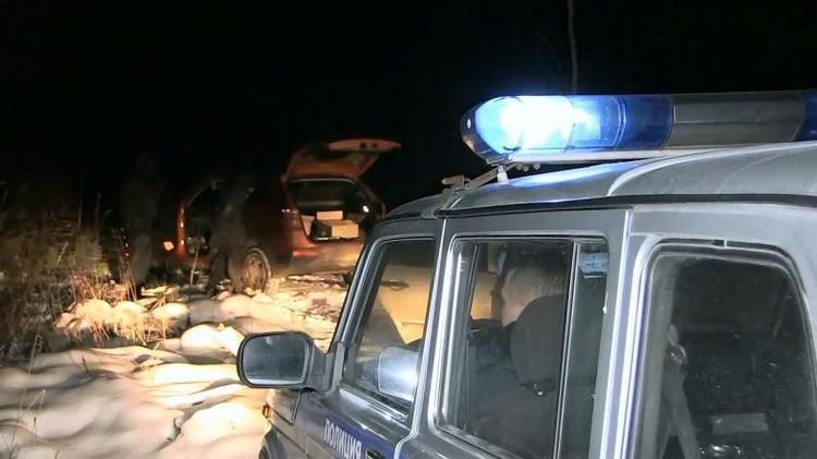Помимо устройств для угона, полицейские нашли у Владимира Устюгова оружие и патроны. Фото: УМВД Екатеринбурга