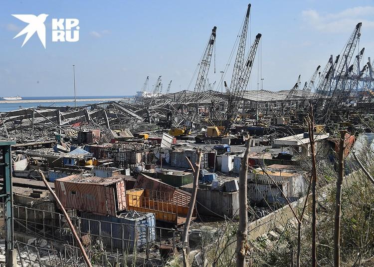 К нормальной жизни порт города вернётся не скоро.