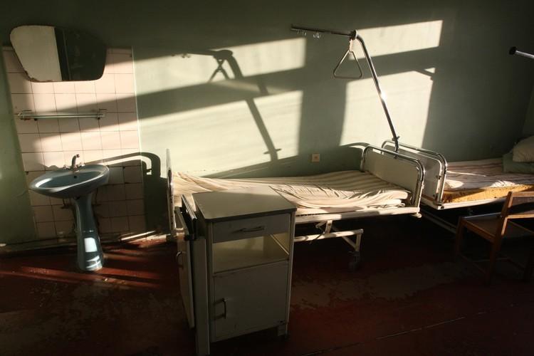 Каждая попытка бунта оканчивалась одинаково - девушка вновь оказывалась в больничной палате
