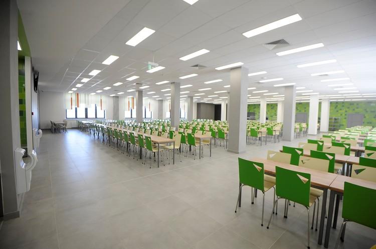 У школьников будет просторная столовая на 500 мест.
