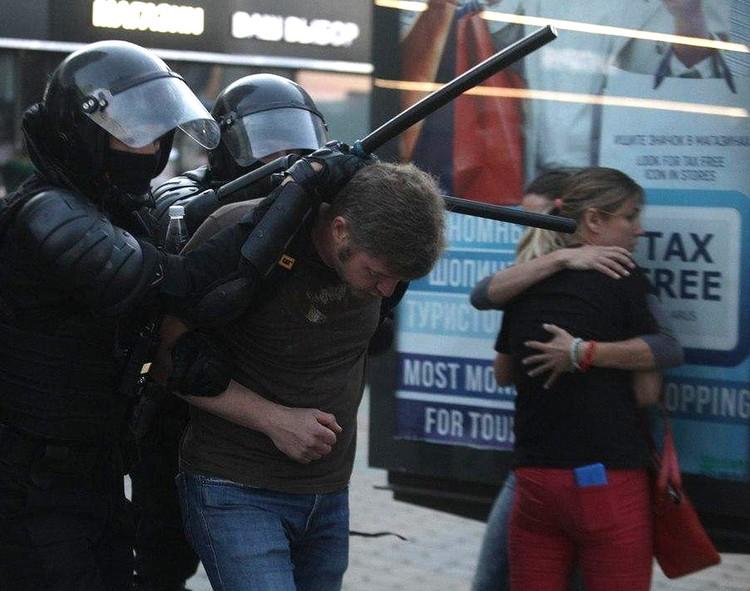 Против вышедших протестовать милиция действует жёстко.