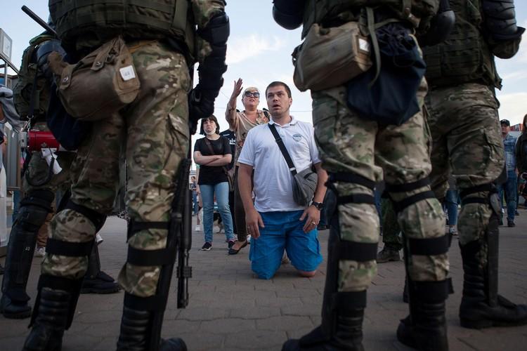 Белорусы выходят на акции против жестокого обращения полиции с гражданами