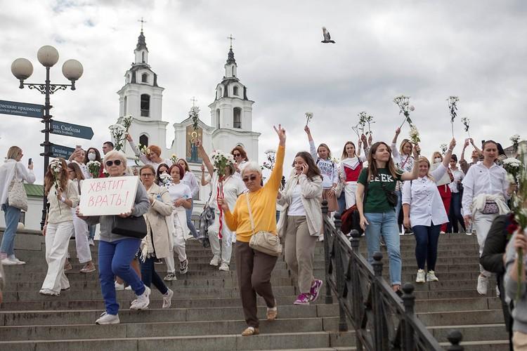 В Минске проходят новые акции солидарности с задержанными во время протестов против результатов выборов президента Беларуси.