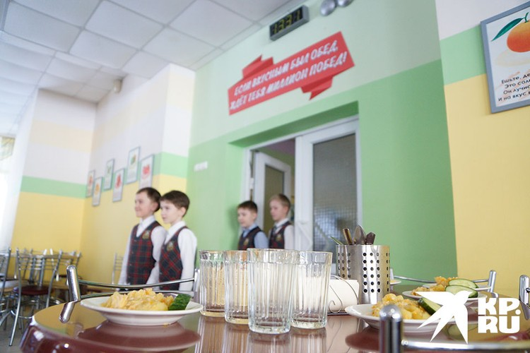 Питаться в школьной столовой будут по очереди.