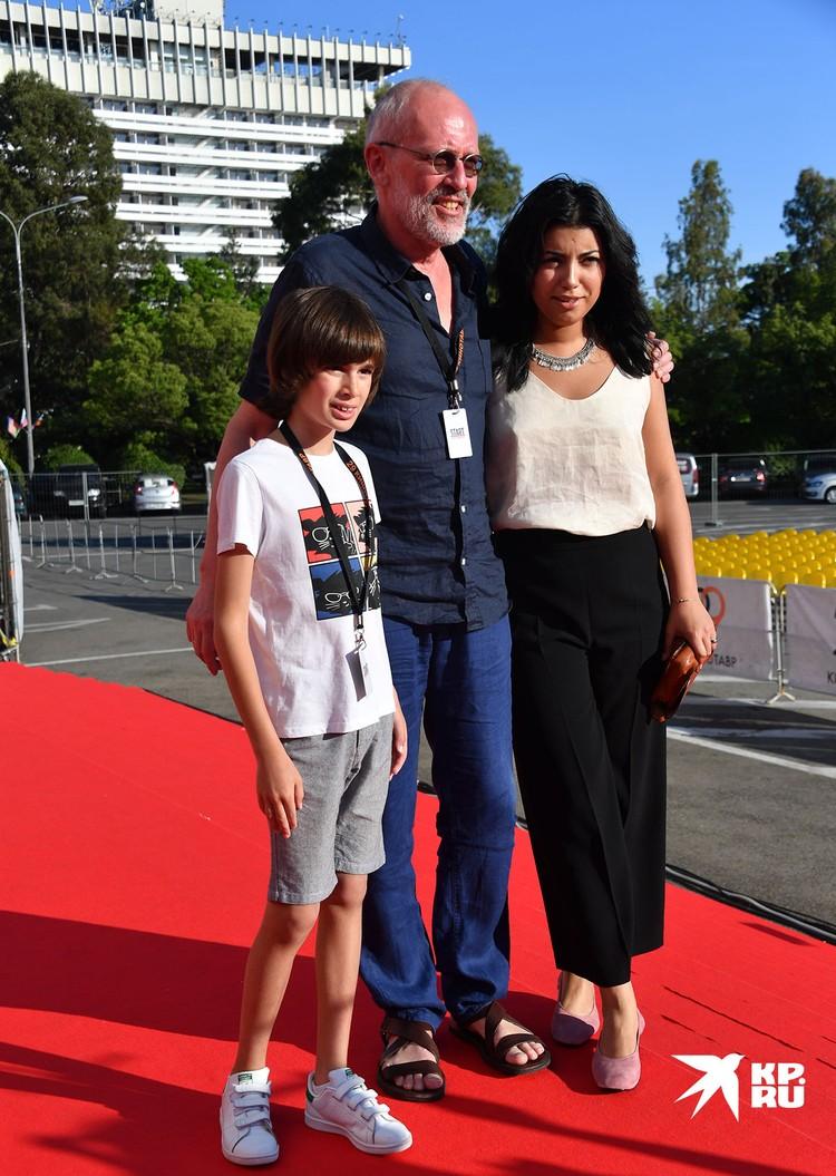 Александр Гордон с бывшей супругой и сыном.