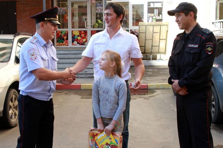 Отец Саши Яков Смирнов благодарит полицейских за спасение дочери