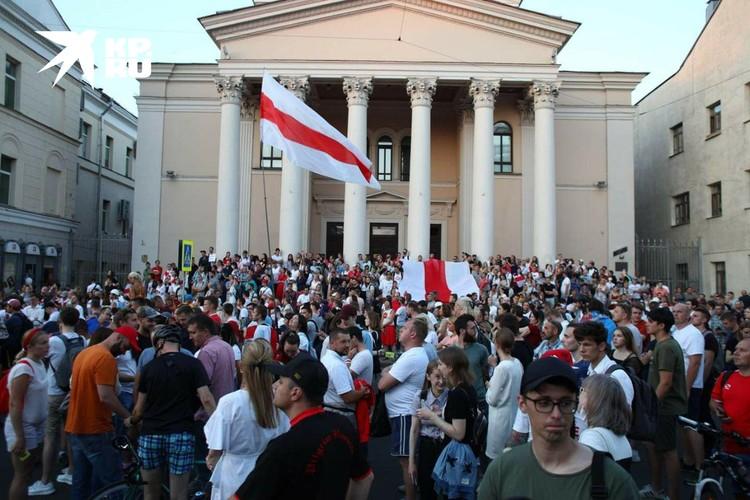 В стране продолжаются протесты