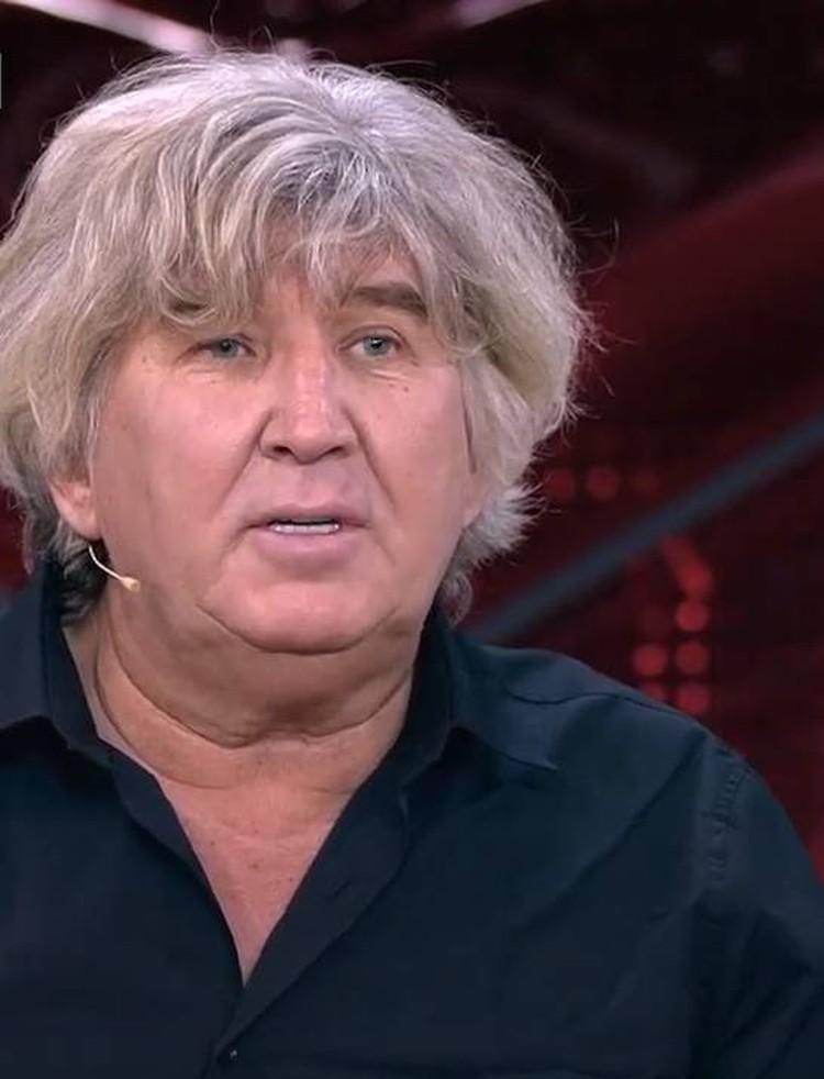 Юрия Фирсова сейчас поддерживает сын.