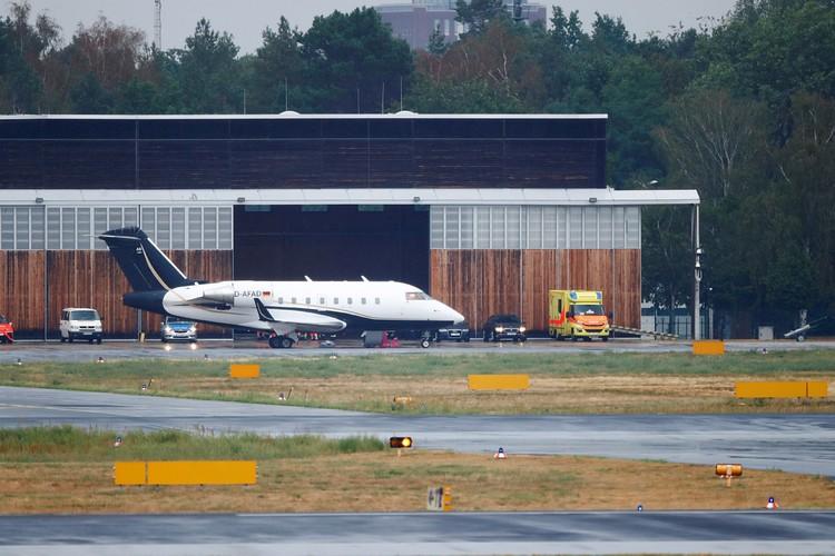 Навального доставили в Германию из Омска самолетом, который прилетел туда сутками ранее