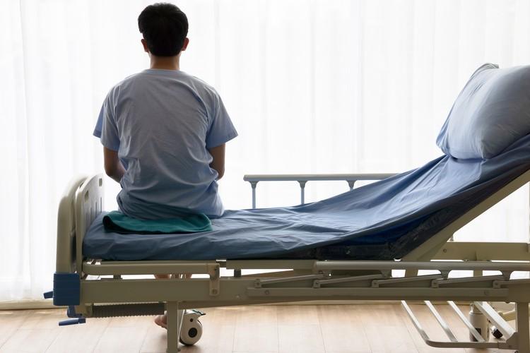 Подняться с больничной койки иногда помогает вера в себя.