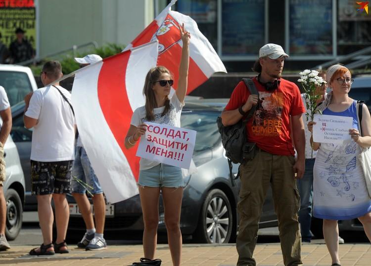 Участники акции собрались около ЦУМа.
