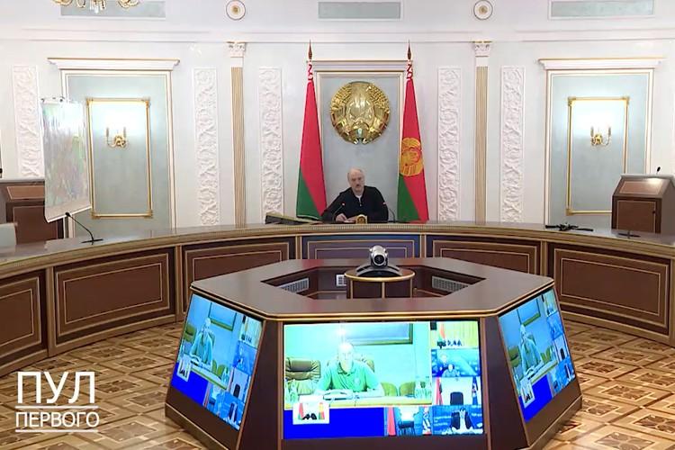 Лукашенко в оперативном штабе. Фото: кадр видео канала «Пул Первого».
