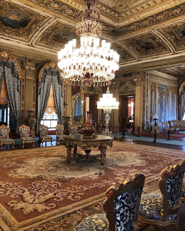 Внутри дворца Долмабахче
