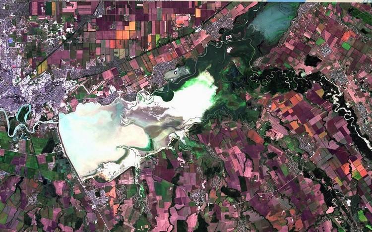 Краснодарское водохранилище 23 августа 2020 Фото: EOS Landviewer