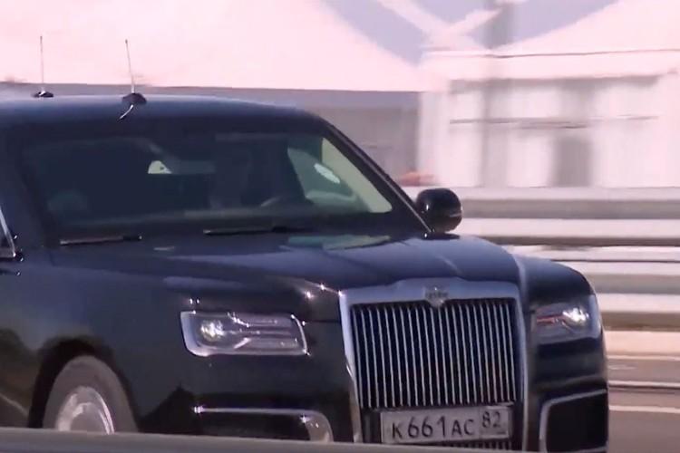 Путин проехал по новому шоссе за рулем «ауруса».