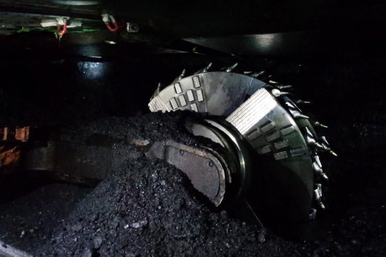 Так выглядит горный очистной комбайн, добывающий уголь.