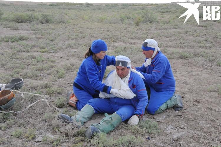 Отработка ЧП: вдруг кто-то из экипажа сломает руку. Фото: Роскосмос.
