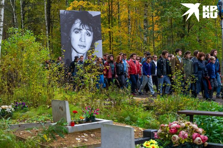 Часть съемок фильма походила на Боголовском кладбище в Санкт-Петербурге.