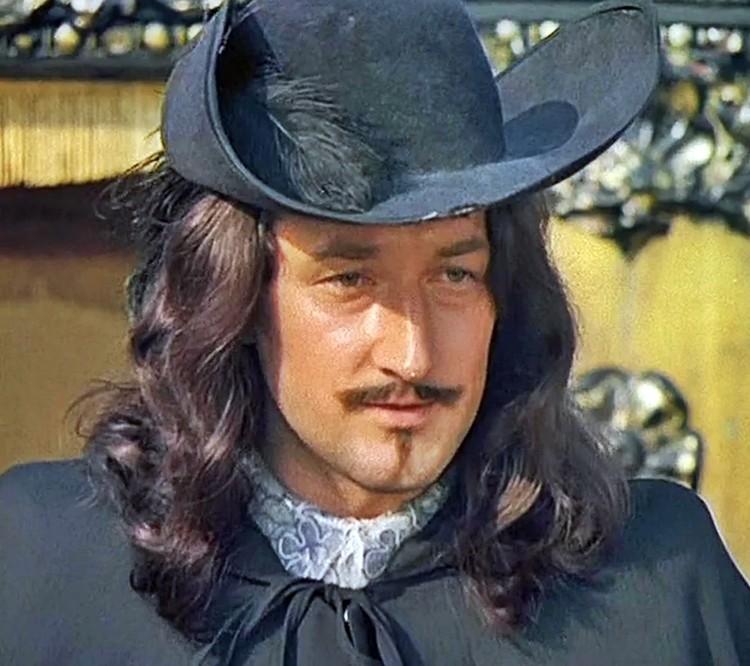 До сих пор у миллионов зрителей его фамилия мгновенно ассоциируется с графом Рошфором из «Д'Артаньяна и трех мушкетеров»