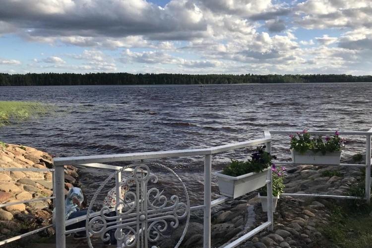 Считается, что купание в озере может исцелять болезни.