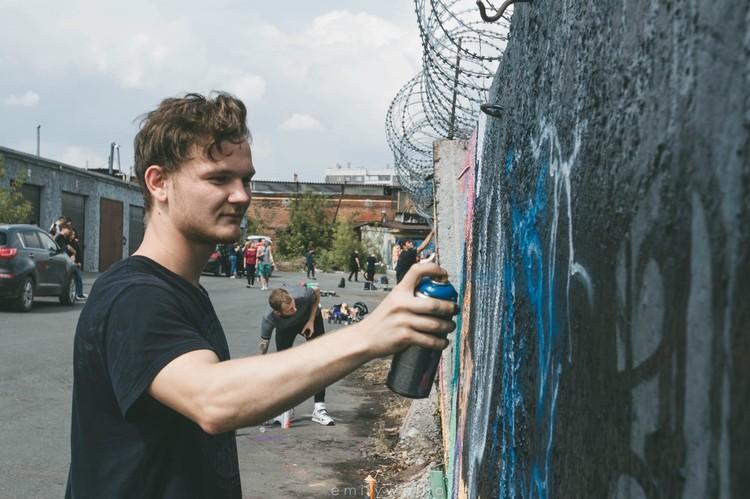Андрей занимается граффити два года, но его проекты уже на слуху в городе.
