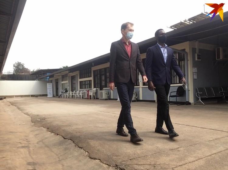 Больница для ковидников в Кигали. Обратите внимание на солнечные батареи на крыше