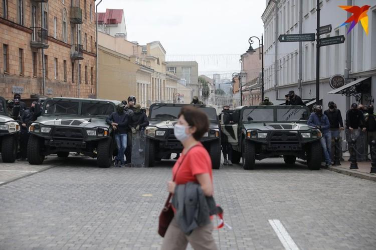 Задействована спецтехника милиции и внутренних войск МВД.
