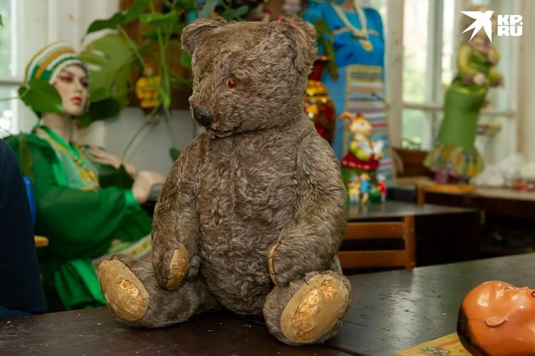 Этот медведь принадлежал мальчику, вся семья которого погибла в блокаду
