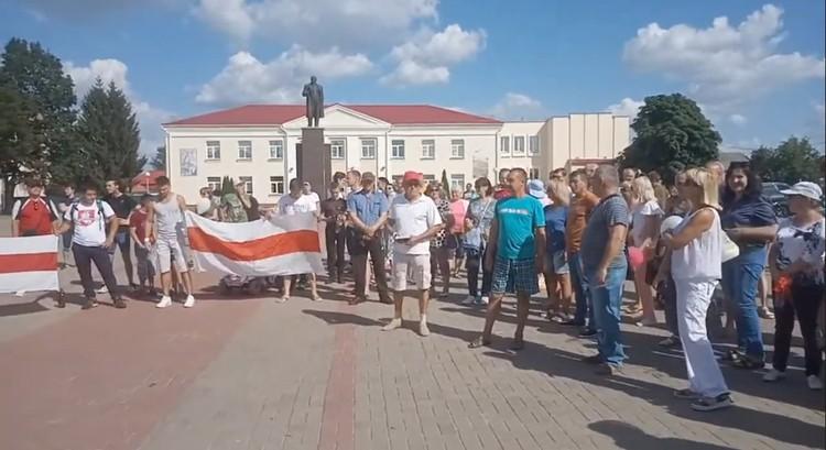 На протесте в Хойниках собралось много людей. Фото: личный архив