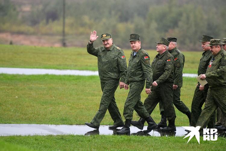 Президент Белоруссии Александр Лукашенко во время совместных стратегических учений России и Белоруссии `Запад-2017` на Борисовском полигоне.