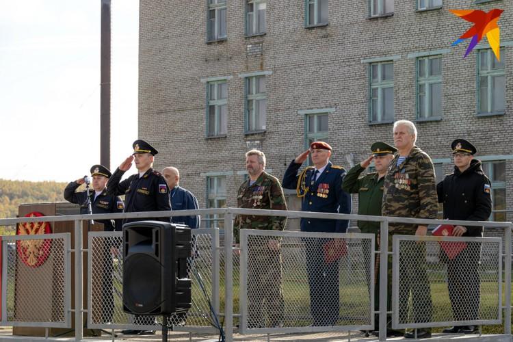 Мероприятие открылось митингом и поздравлением от почетных гостей.