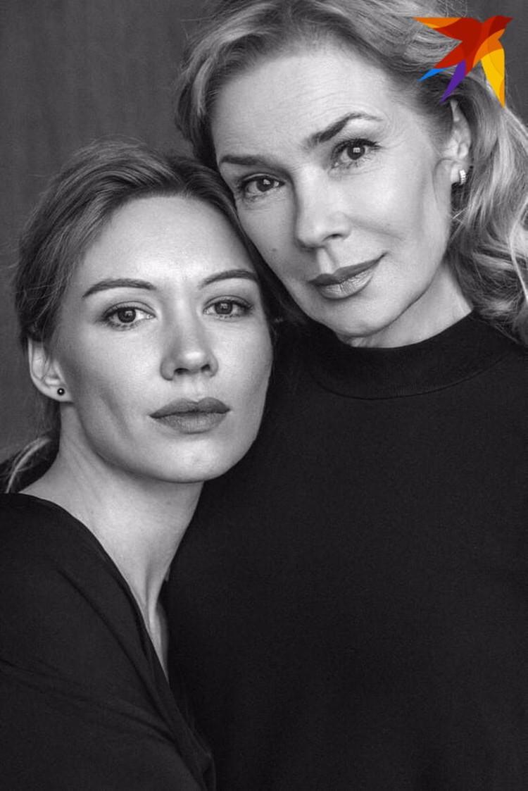 Народная артистка Зоя Белохвостик с дочерью Валентиной Гарцуевой в конце лета вместе с другими актерами уволились из родного театра. Фото: архив.