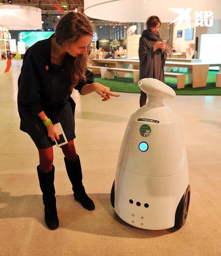 Экономика высокотехнологичная, рутинные процессы все чаще выполняют роботы