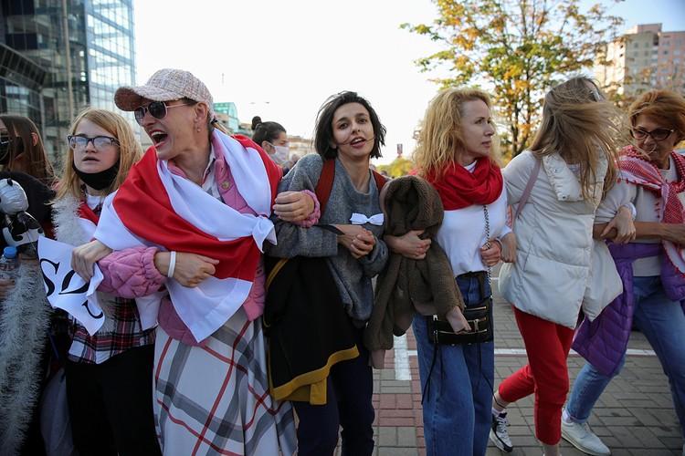 Всех, кто не с ними, протестующие дамы клеймили
