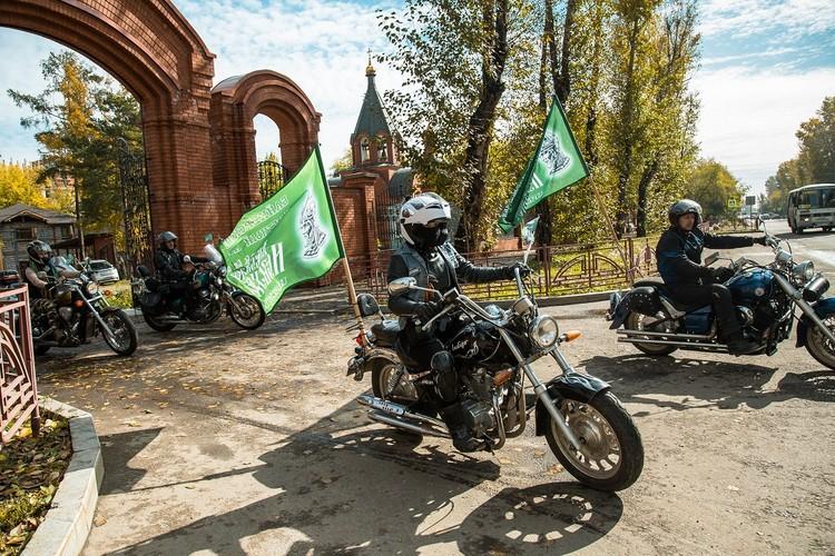 В обратный путь - к храму Александра Невского. Фото: Ксения ОСАДЧАЯ