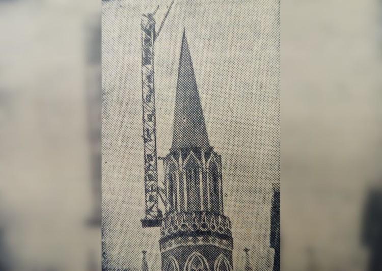 18 октября с Никольской и Спасской башен Кремля были сняты орлы. Фото: снимок СОЮЗФОТО из номера «Комсомольской правды» за октябрь 1935 года.