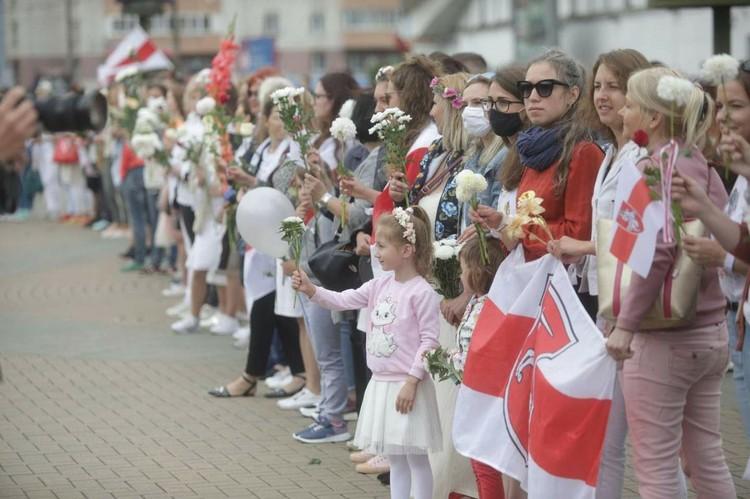 Цепочки солидарности в городах Белоруссии выстраивали в основном женщины.