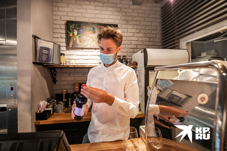 Хороший работодатель должен выдавать сотрудникам общепита маски.